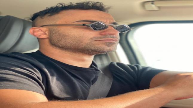 """أحمد فهمي يثير جدل جماهيره بـ""""نضارة"""" غريبة الأطوار"""