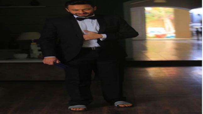 """حمادة هلال يسخر من حفلات الغناء الـ """"أون لاين"""""""