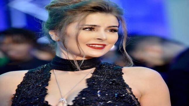 بالفيديو.. عائشة بن أحمد تتحدى الممل برقصة جديدة